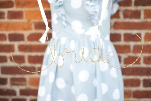 diy, diy weddings, diy mondays, glittered wire name signs