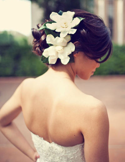 wedding-hairstyles-with-curls-to-the-side