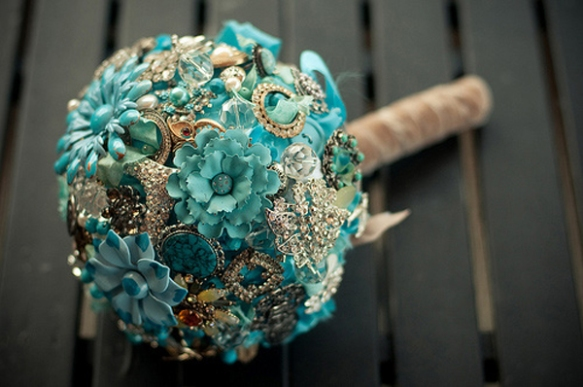 hawaii wedding, hawaii wedding trend, wedding trend, wedding brooch bouquet, brooch bouquet