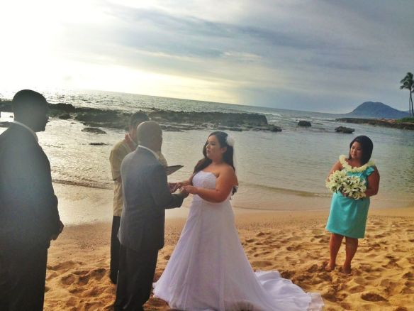 hawaii wedding, oahu wedding, beach wedding, paradise cove beach, paradise cove beach wedding, paul and julie, best day ever hawaii