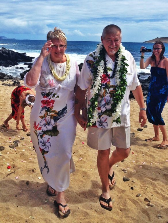 hawaii wedding, oahu wedding, hawaii beach wedding, oahu beach wedding, makapuu beach, makapuu beach wedding, tage and birte, vow renewal