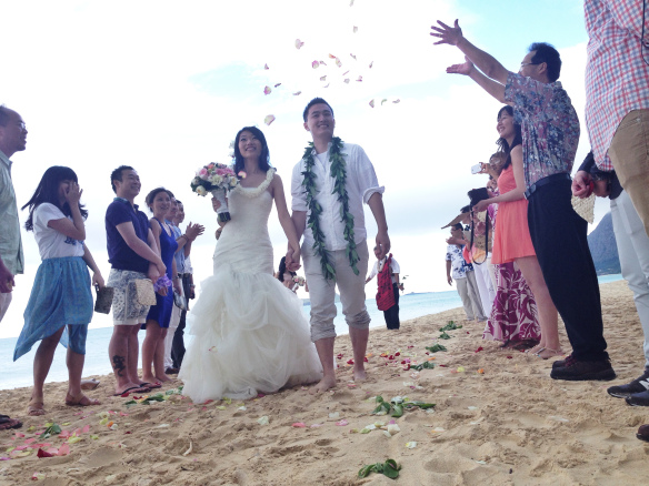 halekulani hau terrace wedding, hawaii beach wedding, Irene and Yizhao, oahu beach wedding, waimanalo bay beach wedding, Waimanao Beach Wedding
